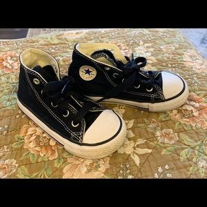 Converse All Stars Chuck Taylors sz 8 toddler